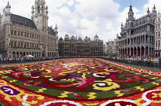 Webcam shows Grand Place Square in Brussels